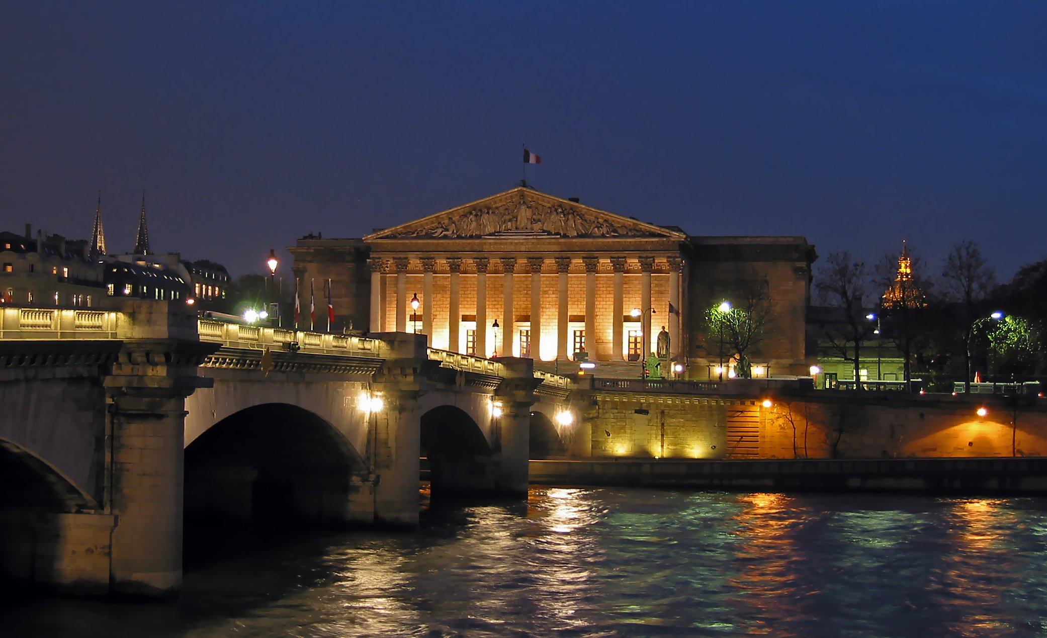 Photo Assemblée nationale de nuit